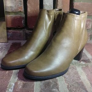 Brown Boots with Zipper!!!